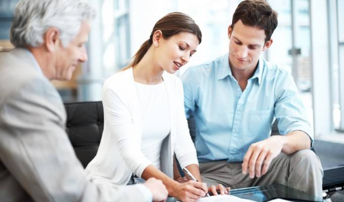 BUSINESS_ADVISORY-couple_signing_to_protect_future-680x400