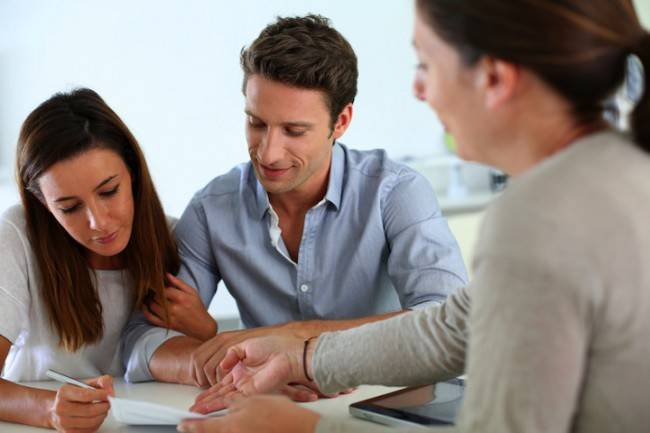 bigstock-Couple-signing-real-estate-con-45002302-1280x853